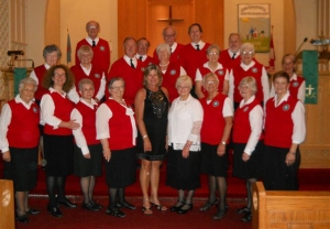 The choir (accompanist Louann Waugh, centre left and director Carole Pink, centre right).